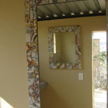 Duschraum mit Mosaikspiegel